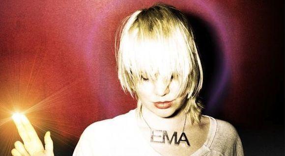 Erika M. Anderson alias EMA auf dem Cover von Past Life Martyred Saints.